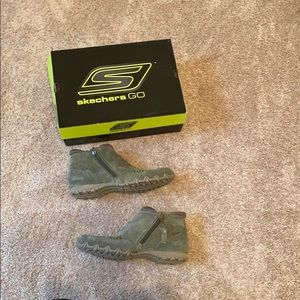 Sketchers go relaxed fit suede ankle boots